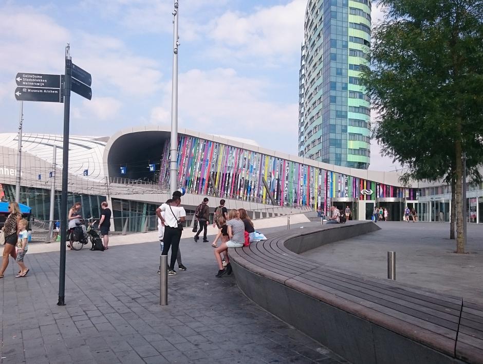 Kan de dynamische perrontoewijzing op busstation Arnhem Centraal worden geactiveerd?